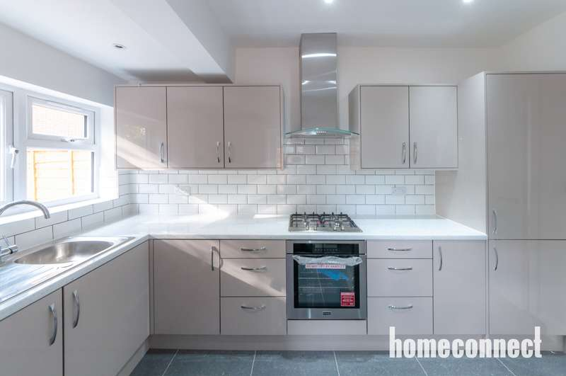 4 Bedrooms Terraced House for sale in Staines Road, Ilford, IG1