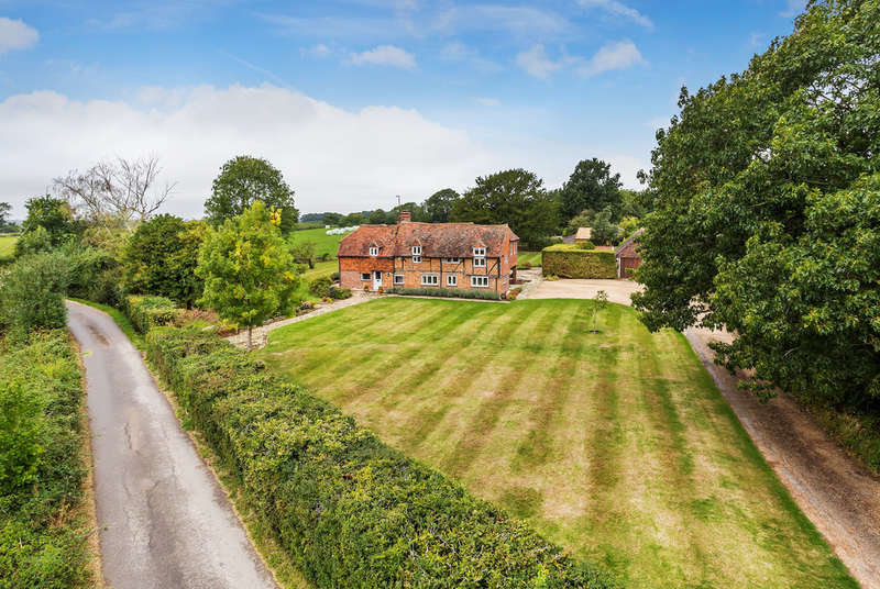 5 Bedrooms Detached House for sale in How Green Lane, Hever, TN8