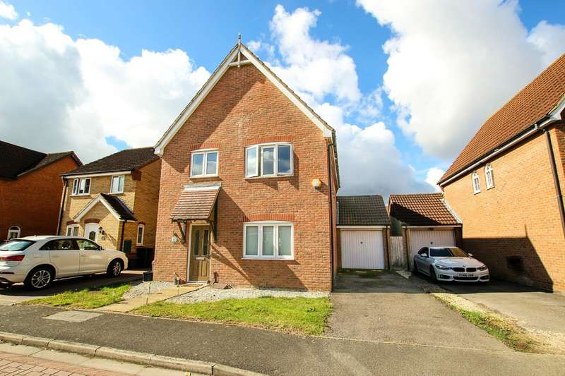 4 Bedrooms Detached House for sale in Redwood Drive, Laindon, SS15