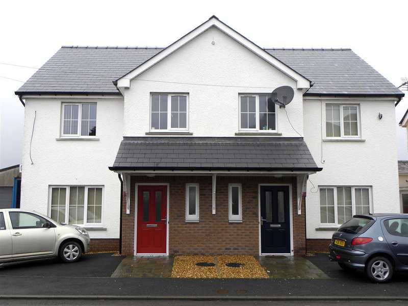 3 Bedrooms House for sale in Midland Mews, Llanybydder