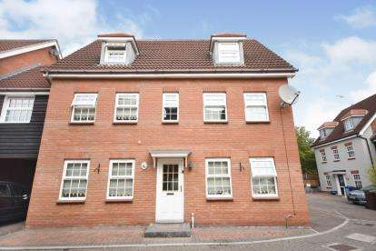 5 Bedrooms Link Detached House for sale in Chafford Hundred, Grays, Essex