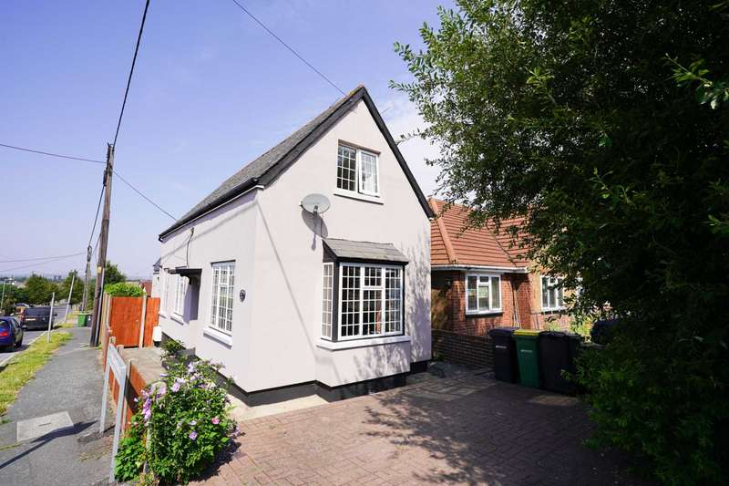 3 Bedrooms Detached House for sale in Down Hall Road, Rayleigh
