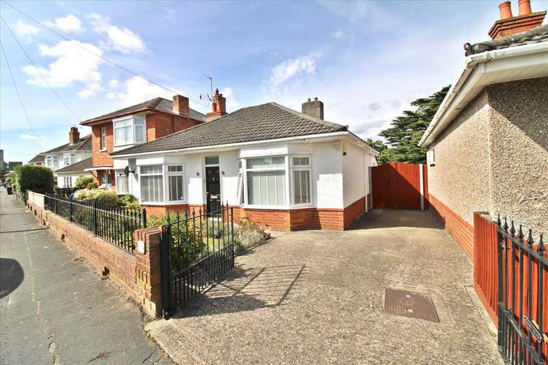 2 Bedrooms Detached Bungalow for sale in Howeth Road, Ensbury Park, Bournemouth