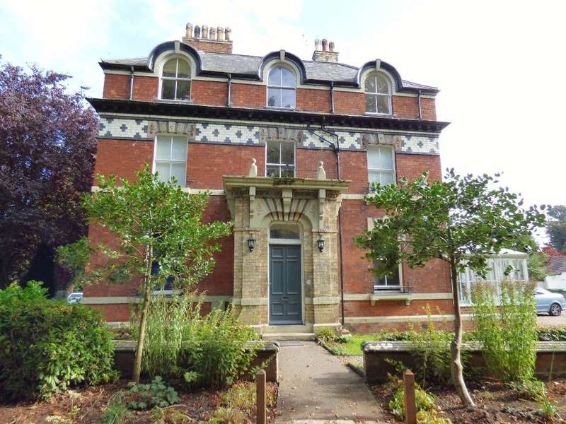 2 Bedrooms Flat for sale in Lawn Road, Rowley Park, Stafford