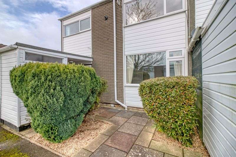 3 Bedrooms Property for sale in Packenham Road, Basingstoke, RG21 8YB