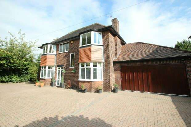 4 Bedrooms Detached House for sale in Washway Road, Sale