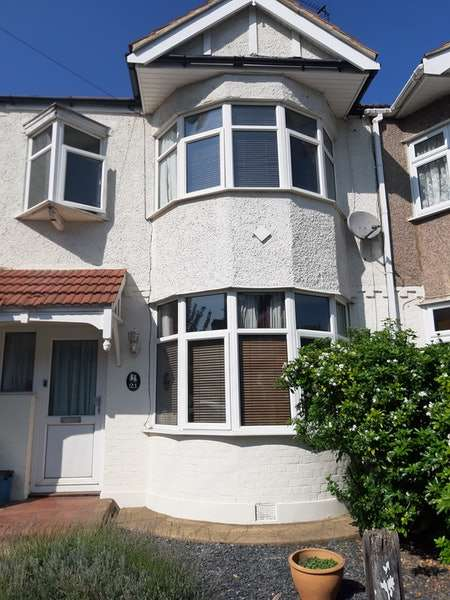 3 Bedrooms Terraced House for sale in Elstree Gardens, Ilford, London, IG1
