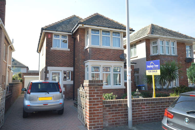 3 Bedrooms Detached House for sale in Bentinck Avenue, Blackpool