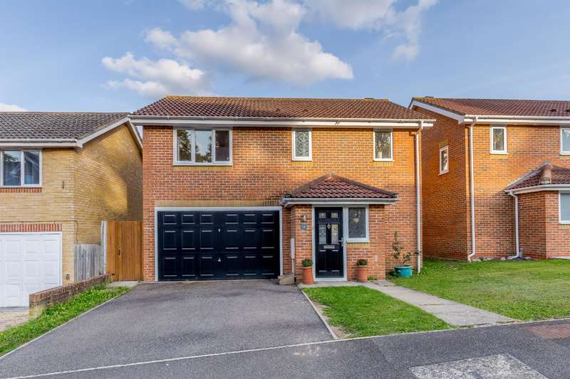 4 Bedrooms Detached House for sale in Peacock Rise, Walderslade
