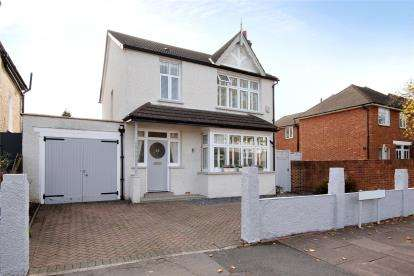 4 Bedrooms Detached House for sale in Cedars Road, Beckenham
