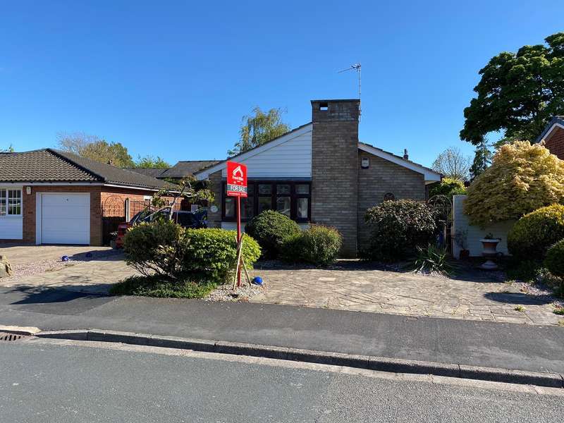 2 Bedrooms Detached Bungalow for sale in Greenwich Drive, Lytham , FY8