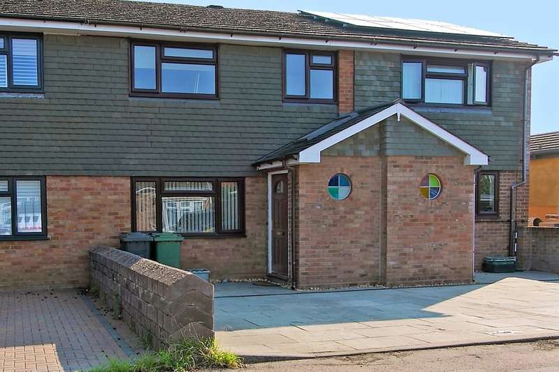 3 Bedrooms Terraced House for sale in Lyde Close, Oakley