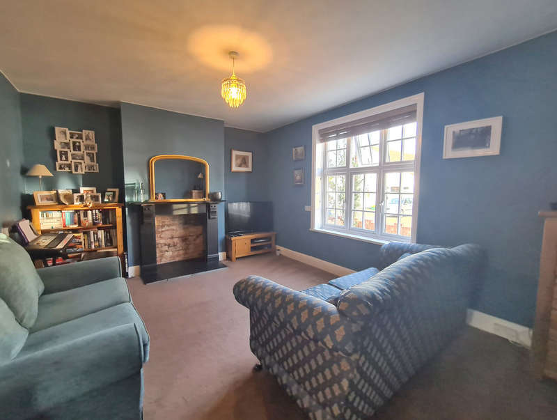 2 Bedrooms Semi Detached House for sale in New Road, Burnham-on-Crouch