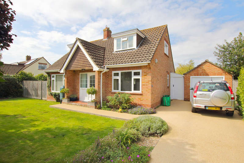 3 Bedrooms Detached House for sale in Old Farm Walk, Lymington, Hampshire