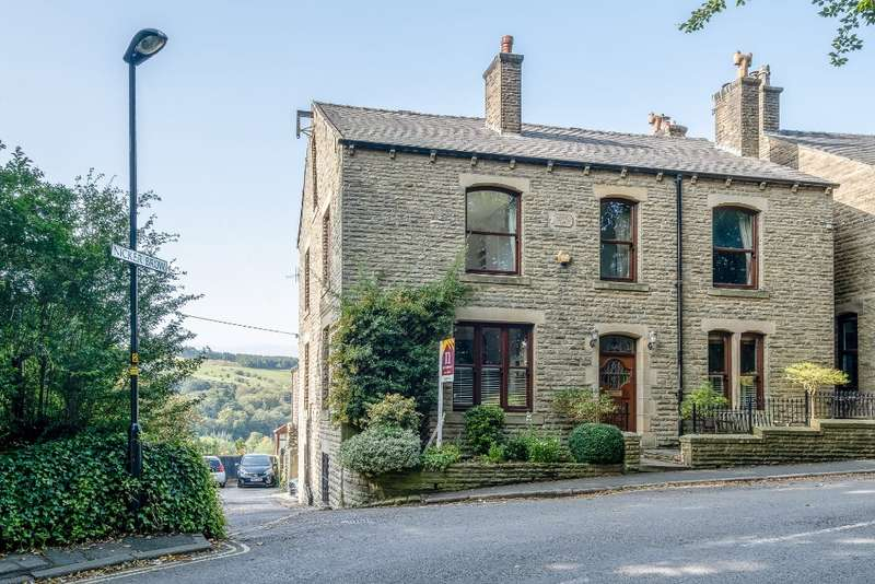 5 Bedrooms Detached House for sale in Sugar Lane, Dobcross, Saddleworth, OL3 5NJ