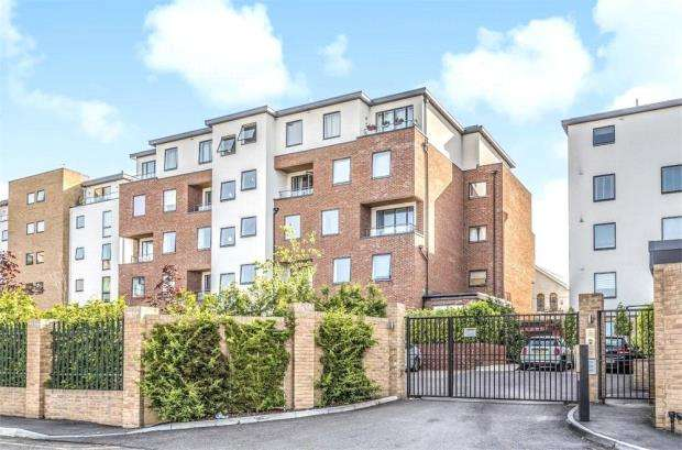 2 Bedrooms Apartment Flat for sale in Westminster Mansions, Sullivan Road, Camberley
