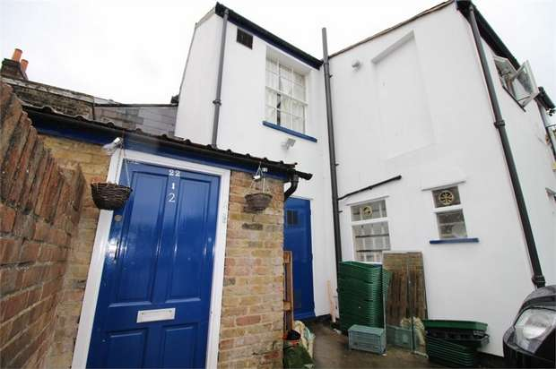 2 Bedrooms Flat for rent in Sun Street, WALTHAM ABBEY, Essex