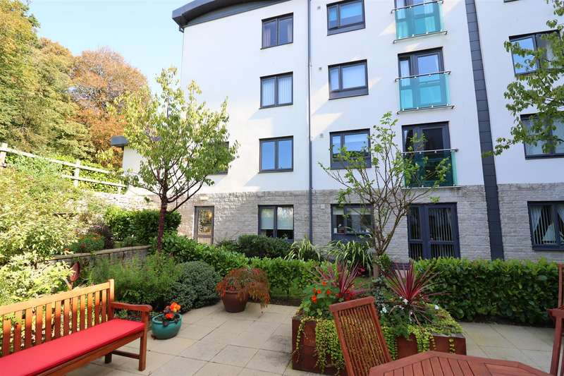 2 Bedrooms Flat for sale in Truro City