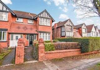 3 Bedrooms Semi Detached House for sale in Lichfield Drive, Prestwich