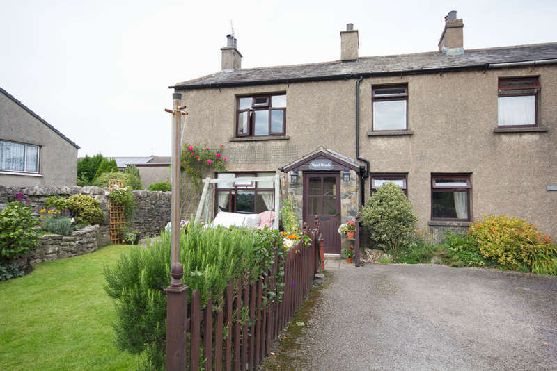 3 Bedrooms End Of Terrace House for sale in North Road, Holme, Carnforth