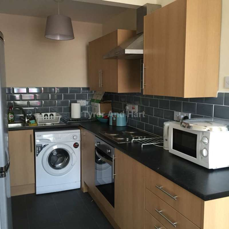 5 Bedrooms House Share for rent in Prescot Road, Kensington, 3 Ensuite Rooms