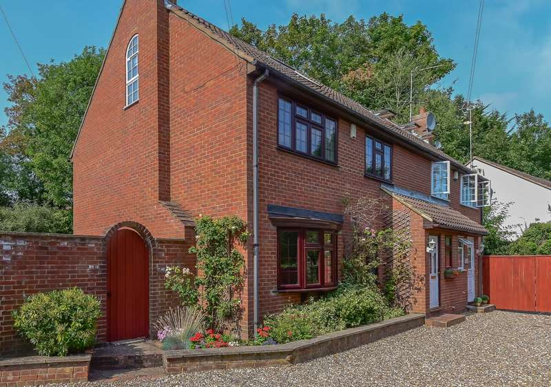 4 Bedrooms Semi Detached House for sale in Drayton Ford, Rickmansworth, WD3