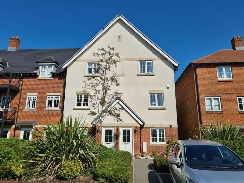 4 Bedrooms Town House for sale in Kingshill Drive, High Wycombe, Buckinghamshire, HP13