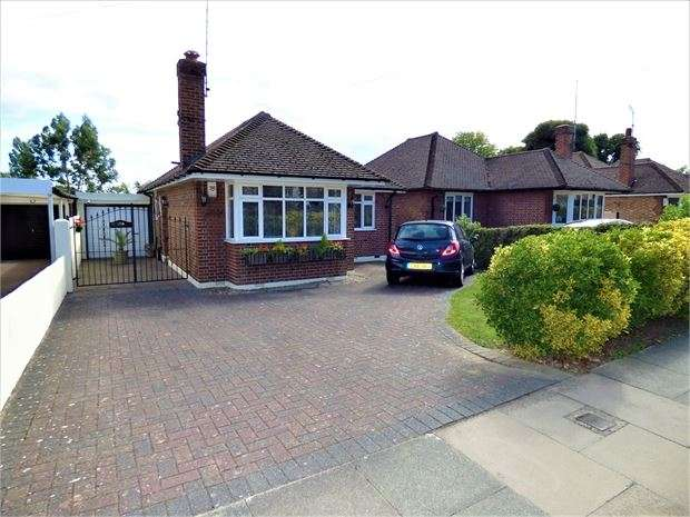 2 Bedrooms Detached Bungalow for sale in Prittlewell Chase, Westcliff on sea, Westcliff on sea, Essex. SS0 0PR