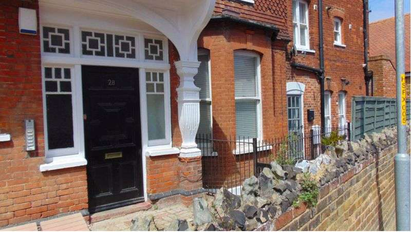 2 Bedrooms Property for sale in Roxburgh Road, Westgate-On-Sea
