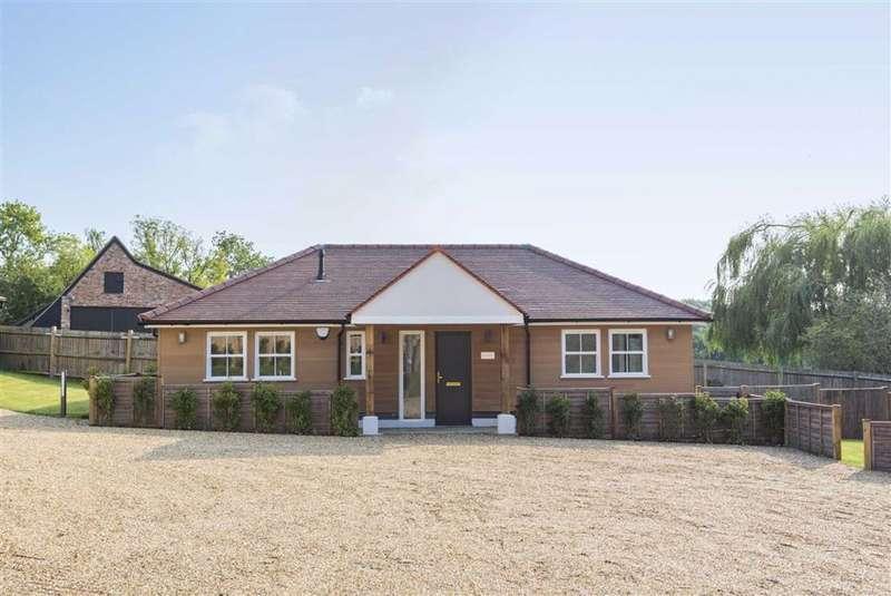 2 Bedrooms Detached House for sale in Bell Lane, Brookmans Park, Hertfordshire