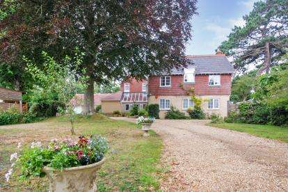 7 Bedrooms Detached House for sale in Totland Bay, Isle Of Wight, .