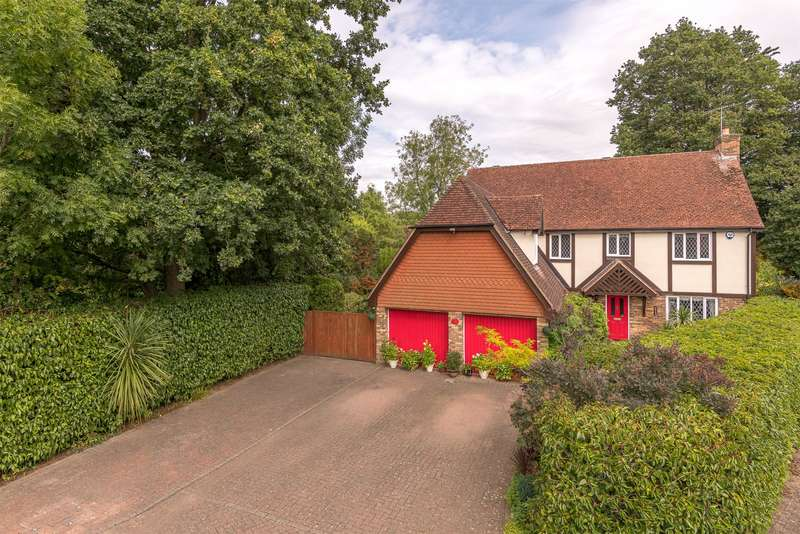 5 Bedrooms Detached House for sale in Stocks Close, Horley, Surrey, RH6