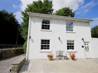 3 Bedrooms Detached House for rent in Llwynhelig House, Cowbridge