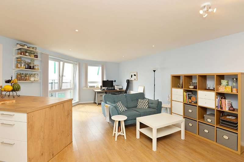 1 Bedroom Flat for sale in Hawkhill Close, Leith, Edinburgh, EH7 6FH
