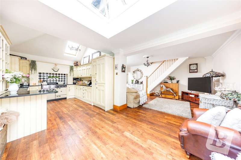 2 Bedrooms Detached House for sale in Hornchurch Road, Hornchurch, RM11
