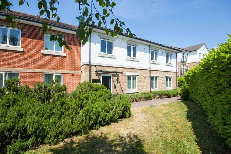 2 Bedrooms Apartment Flat for sale in Springfield Road, Chelmsford, CM2