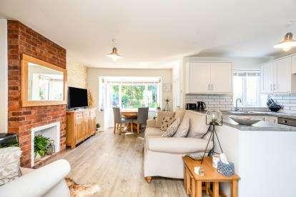 2 Bedrooms Semi Detached House for sale in Buckden Close, Woodloes Park, Warwick, Warwickshire