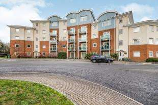2 Bedrooms Flat for sale in Crescent Court, 1 Foxboro Road, Redhill, Surrey