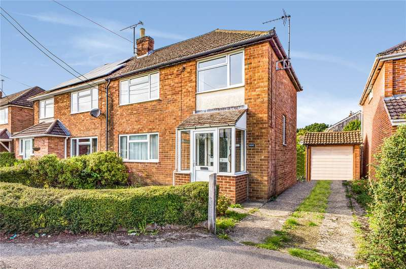 3 Bedrooms Semi Detached House for sale in Rowan Road, Tadley, Hampshire, RG26