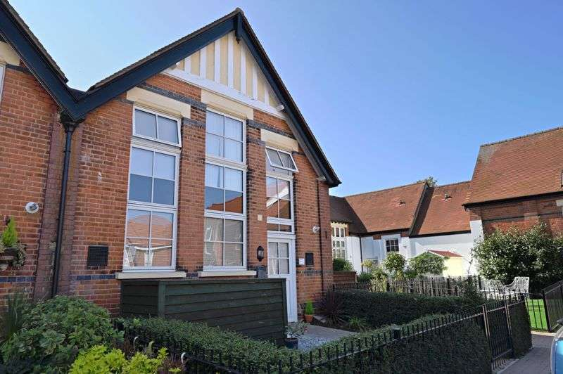 3 Bedrooms Property for sale in Old School Court, Shoeburyness, SS3