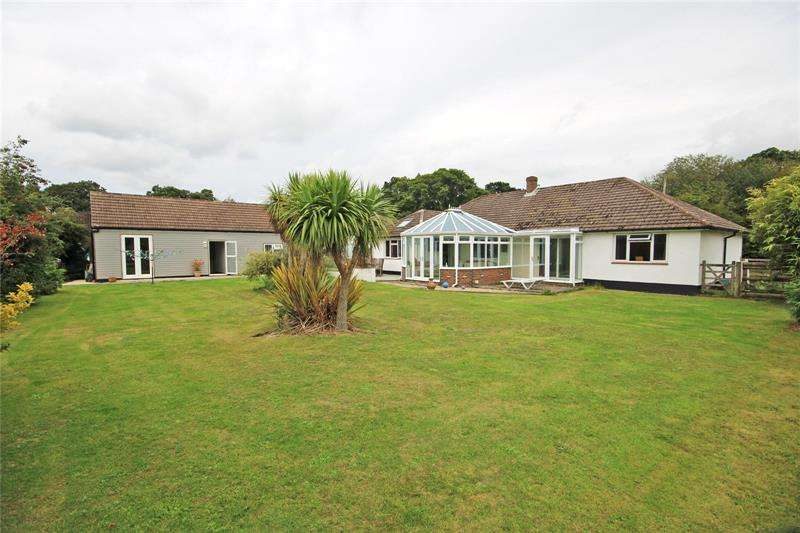 4 Bedrooms Bungalow for sale in New Lane, New Milton, Hampshire, BH25
