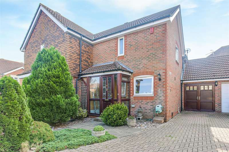 2 Bedrooms Semi Detached House for sale in Tanners Mead, Edenbridge