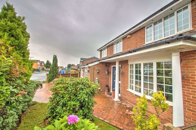 4 Bedrooms Property for sale in Rudgwick Drive,Brandlesholme, BL8