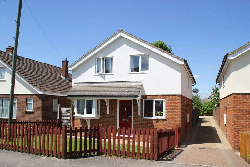 4 Bedrooms Detached House for rent in Garden Close, Royston