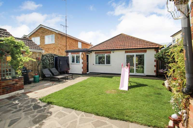 3 Bedrooms Bungalow for sale in Laburnum Grove, Canvey Island