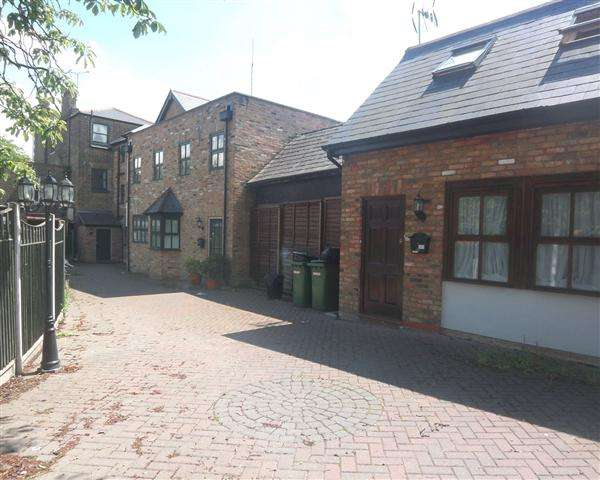 Property for rent in Chestnut Mews, Woodford Green, Woodford Green, Essex, IG8 0US