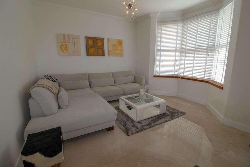 3 Bedrooms Terraced House for sale in Middle Road, East Barnet, Hertfordshire, EN4