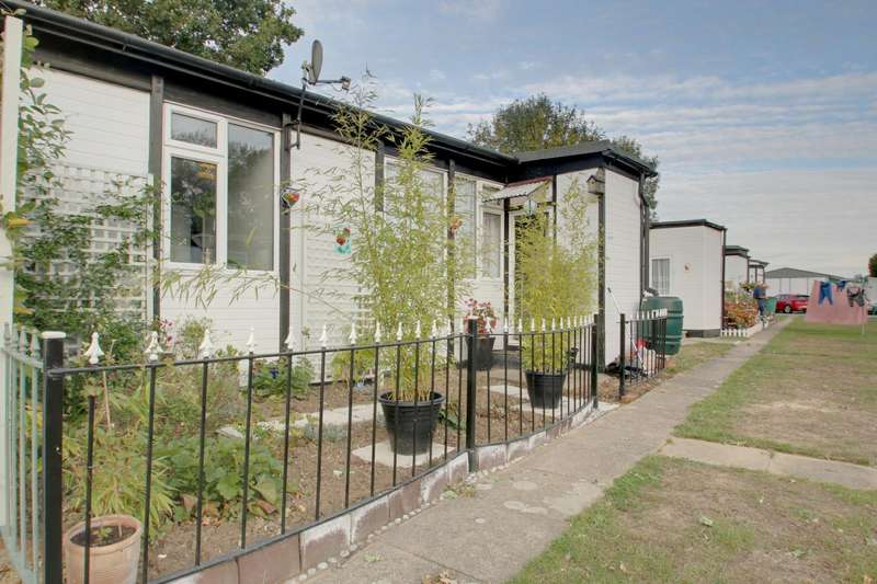 1 Bedroom Chalet House for sale in Castle Hill Park, London Road, Clacton-On-Sea