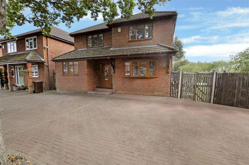 4 Bedrooms Detached House for sale in Saxonville, Benfleet