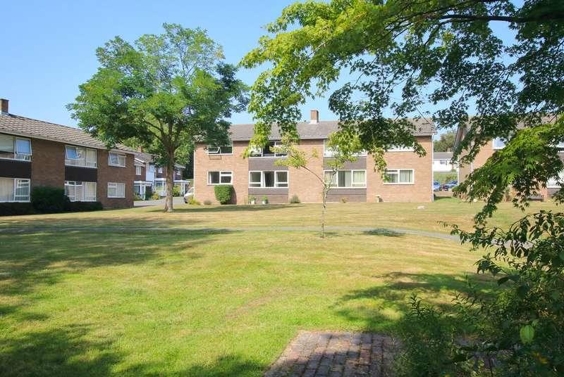 2 Bedrooms Flat for sale in Rowans Park, Lymington, Hampshire